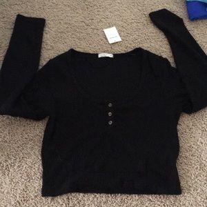 Black cropped long sleeve shirt.